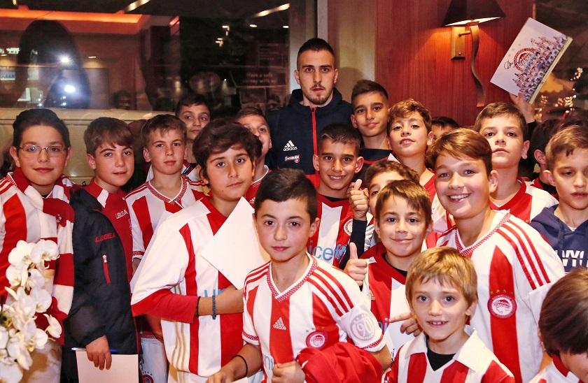 Ypodoxi Olympiacos gia match me platania2